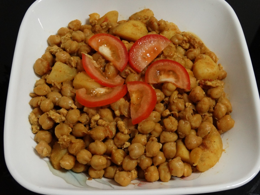 Chickpeas with minced Chicken (Chole Keema)