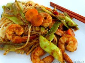 Prawn noodles with leeks